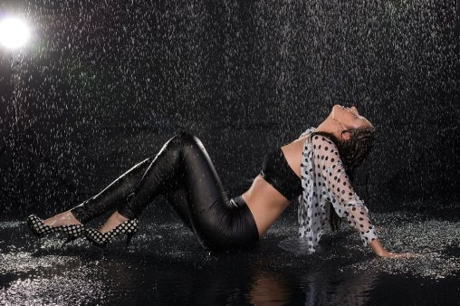 Regen, Regenshooting, Wasser, außergewöhnlich, speziell, Spezial, Aktion, Shooting, Fotostudio, Studio, Diez, Limburg, Hahnstätten, Holzheim, Fotos, Fotografien, Fotograf, Foto, gefühlsvoll, exklusiv, elegant, extravagant, emotional, gefühlsbetont, schön, modern, Frau, sexy