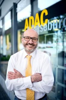 ADAC aus Ludwigshafen hat einen Mitarbeiter vom Fotostudio Thomas fotografieren lassen.