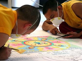 Mnisi buddyjscy usypujący mandalę, BWA, Bielsko-Biała