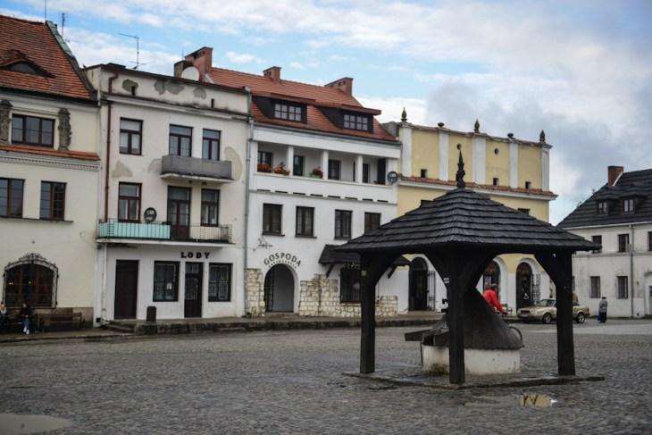 Kazimierz Dolny nadWisłą, studnia naRynku