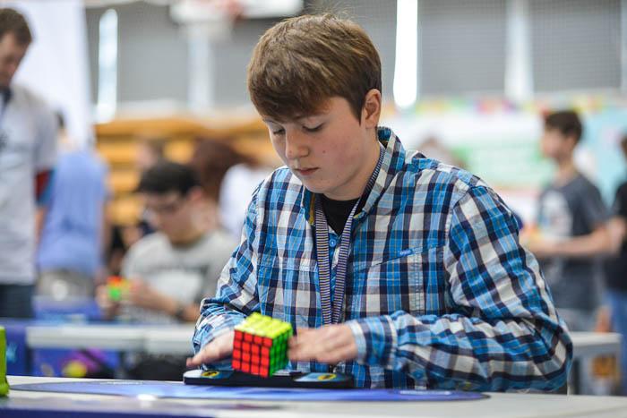 Układanie kostki Rubika 4x4x4 na czas