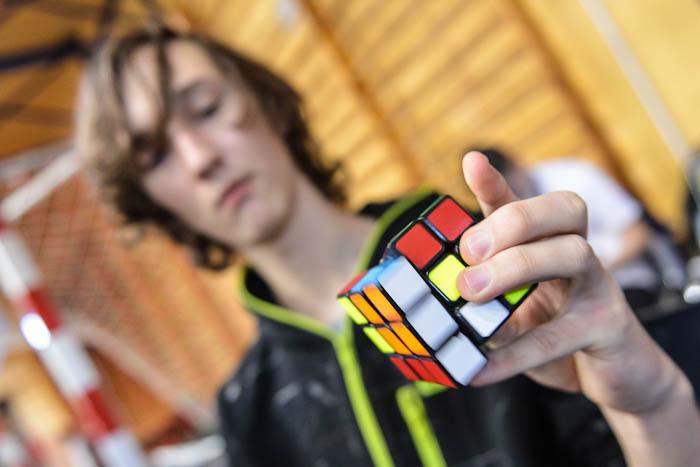 One handed- układanie kostki Rubika (Pyraminx) jedną ręką