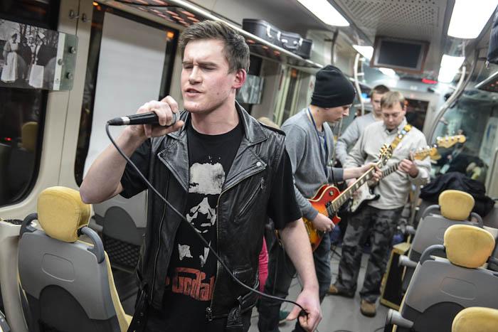 koncert rockowy w pociągu WOŚP
