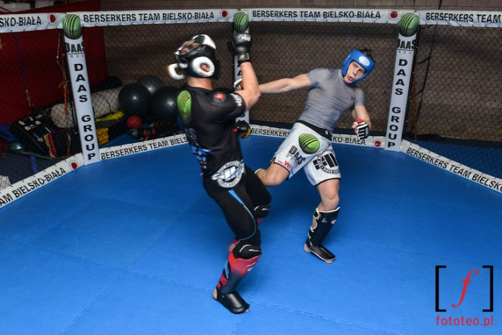 Low kick podczas treningu Berserkers Bielsko-Biała