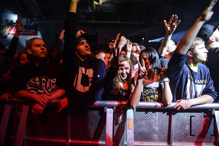 Ludzie podczas koncertu w Bielsku