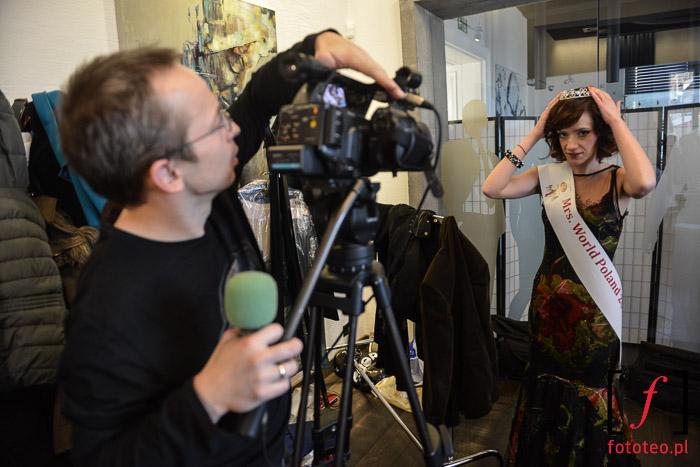 Magdalena Ostrowicka przed wywiadem telewizyjnym