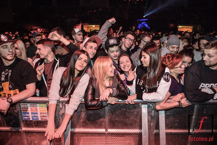 Publiczność na koncercie pod sceną, Bielsko-Biała