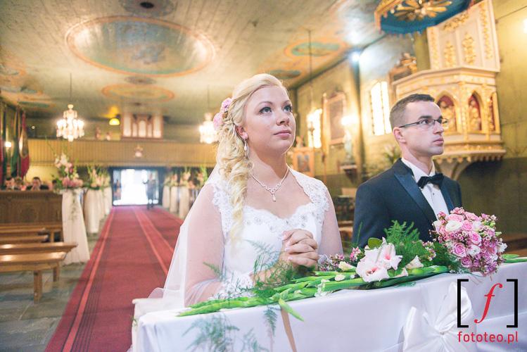 Slub w kosciele w Ciecinie
