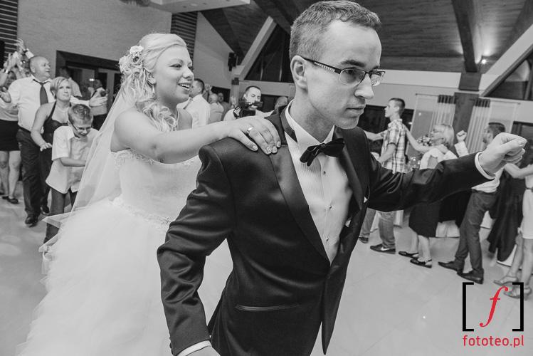 Zabawa weselna w fotografii
