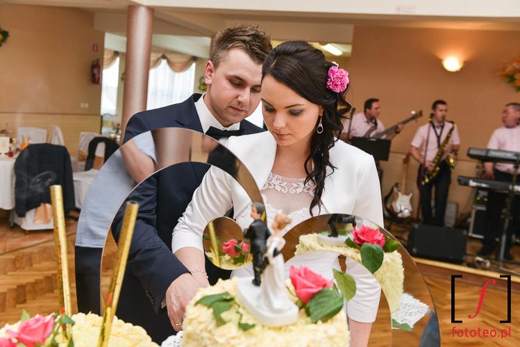 Krojenie tortu na weselu