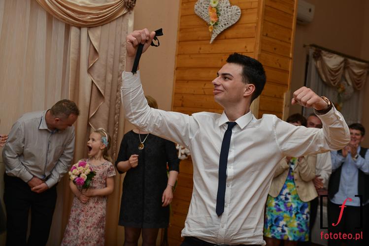 Oczepiny na weselu. fotograf slubny