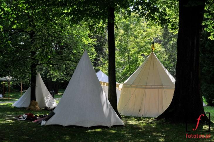 Obóz rycerski wżywieckim parku