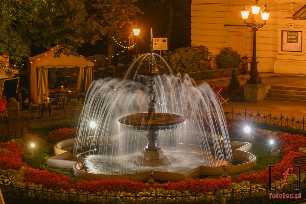Fotograf Bielsko Biala: piękna fontanna przedTeatrem Polskim
