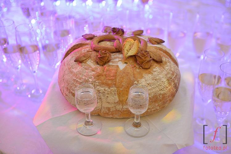 Chleb ślubny. Przywitanie pary młodej