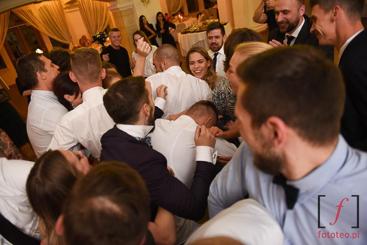 Zabawa weselna podczas oczepin
