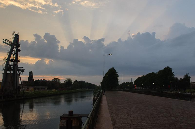 Muntsluis met wolkenveld