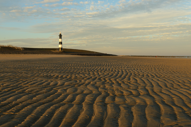 Strand met vuurtoren Breskens (Nieuwe Sluis)