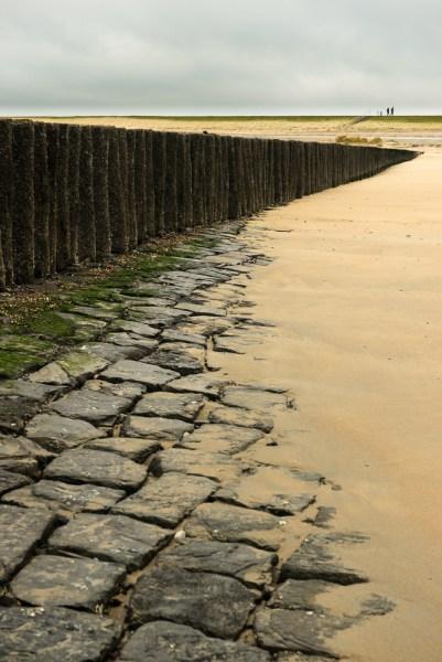 Strandhoofd met basalt