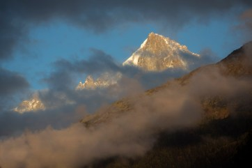 The Aiguille Verte at sunset from the valley. Canon 5D MkIII, EF 70-300mm f/4-5.6 IS USM at 146mm, ISO 100, 1/200 sec at f/5.6. Handheld. October. © Stuart Holmes