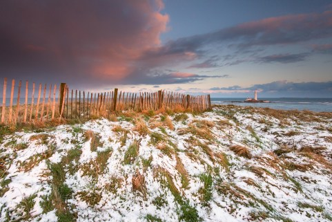 Joe Cornish's fence, St Mary's Lighthouse, St Mary's Island, just north of Whitley Bay on the coast of North East England. January. Canon EOS 7D, Sigma 10-20mm at 10mm, ISO 100, 1.3s at f/11, Tripod. © Anita Nicholson