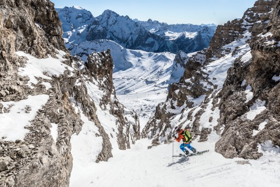 Making careful turns descending Canale Sass de Forcia off Sass Pordoi. Nikon D810, 14-24mm at 14mm, ISO 100, 1/500s at f/8. April. © James Rushforth.
