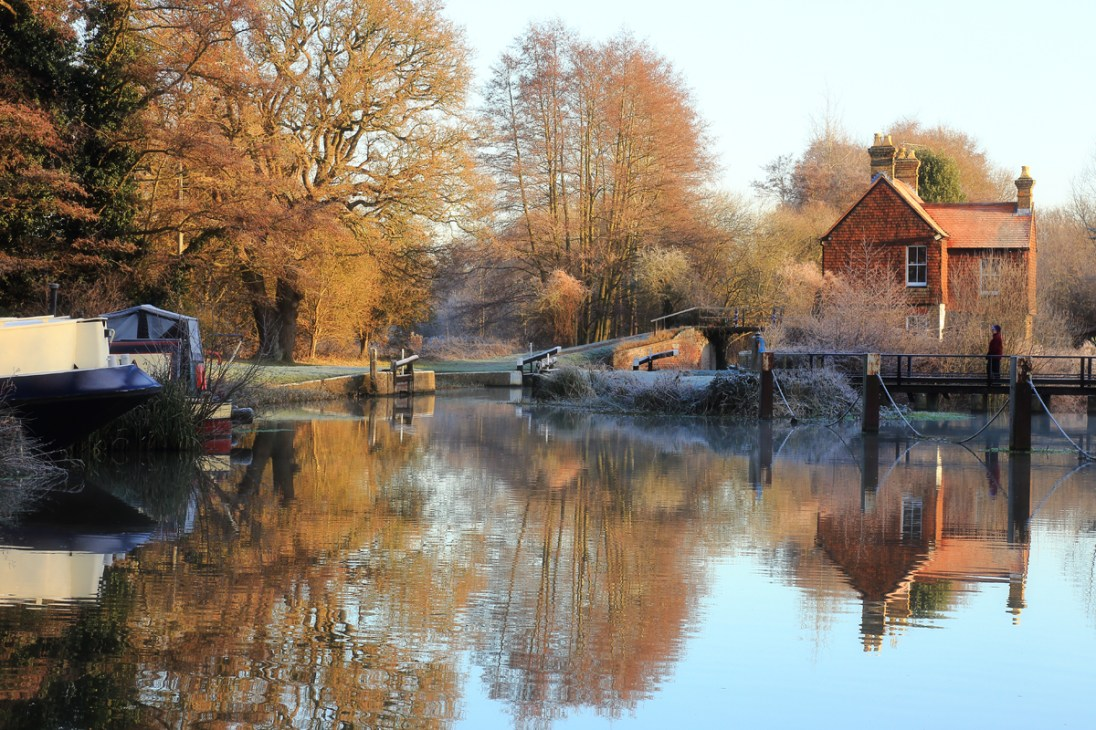 Walsham Gates on River Wey. Canon 6D, Canon EF 24-105mm f/4 at 96mm, ISO 320, 1/60s at f/14. January. © Beata Moore