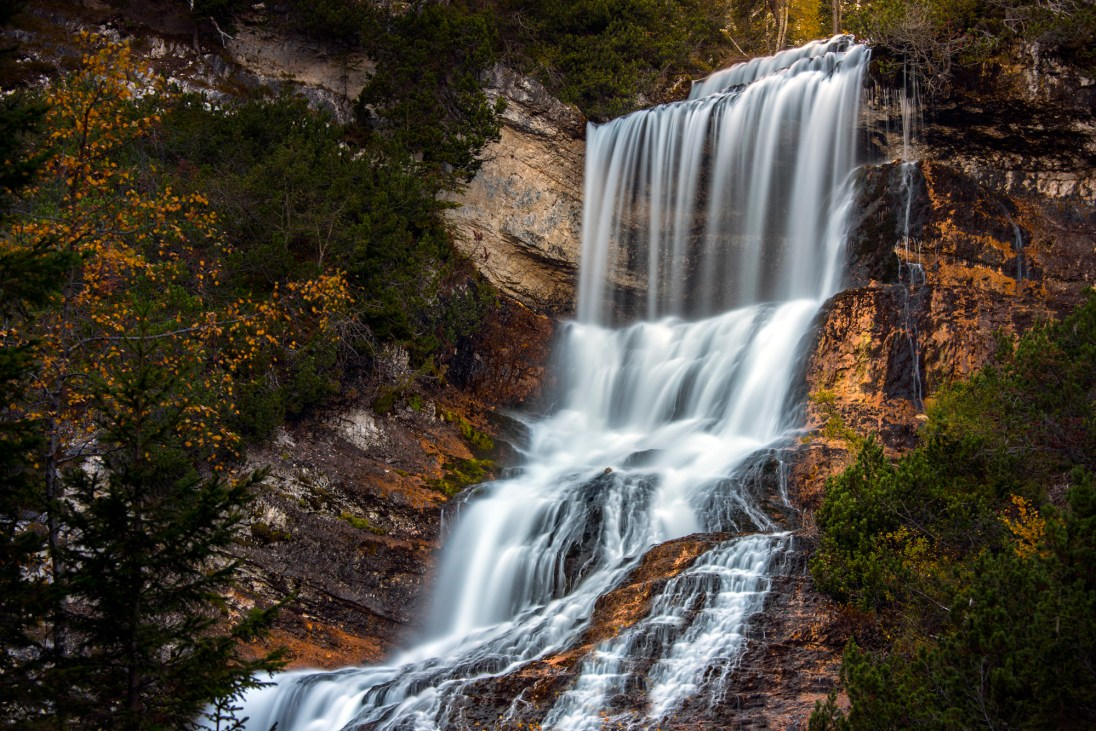 The Cascata di Sopra and Cengia di Mattia are particularly spectacular in the autumn. Nikon D810, 80-400 at 125mm, ISO 100, 30s at f/6.3, ND lter, tripod, October. ©James Rushforth