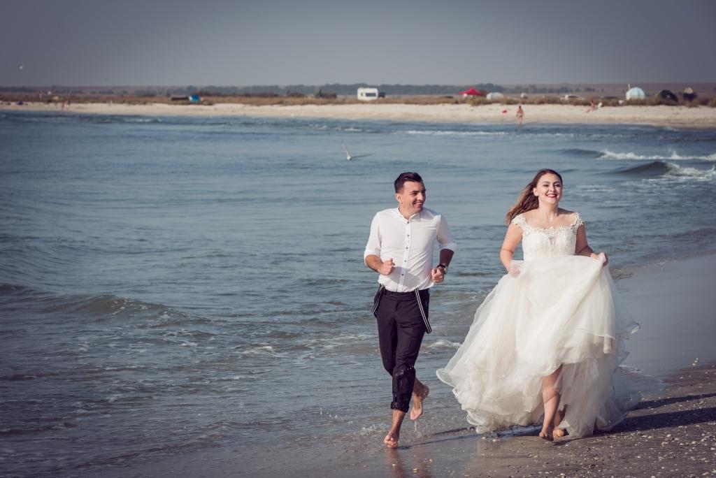 trash the dress mare vadu alergare plaja