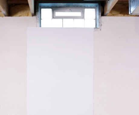 Should Basement Vents Be Open or Closed in the Summer?