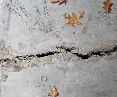Quick Guide to Fixing Large Concrete Cracks in Your Driveway