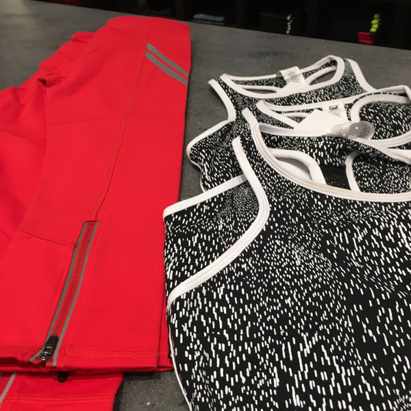 fabletics-outfit-at-store