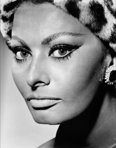how to look younger avoid black eyeliner sophic loren fountainof30