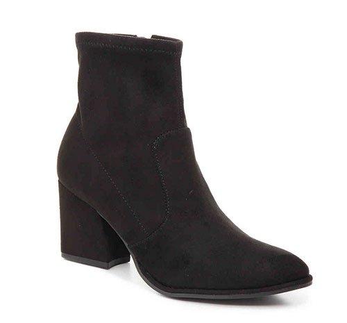 Meghan Markle Casual Style black suede mid-heel bootie
