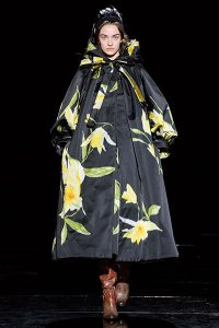 fall 2019 trend oversize florals marc jacobs yellow black satin coat