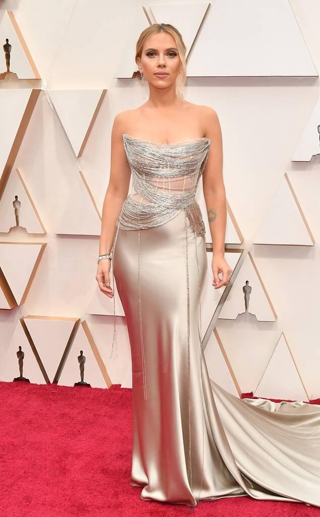 Scarlett Johansson in satin strapless Oscar de la Renta