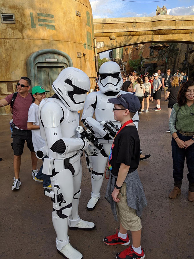 boy stormtroopers Disney World fountainof30