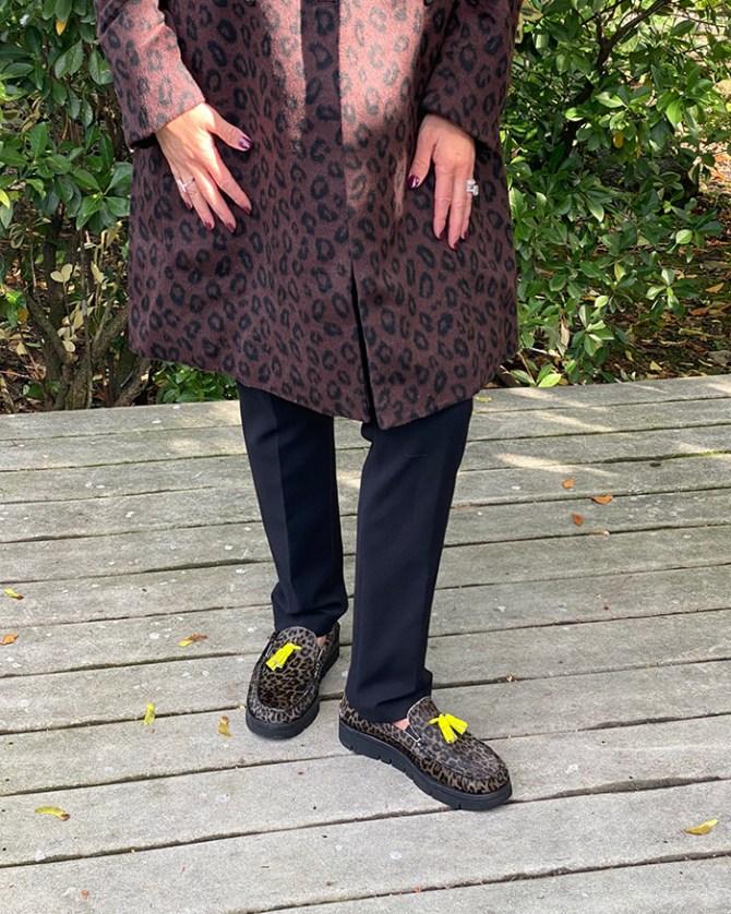 Mens women shoes wearing Do Women
