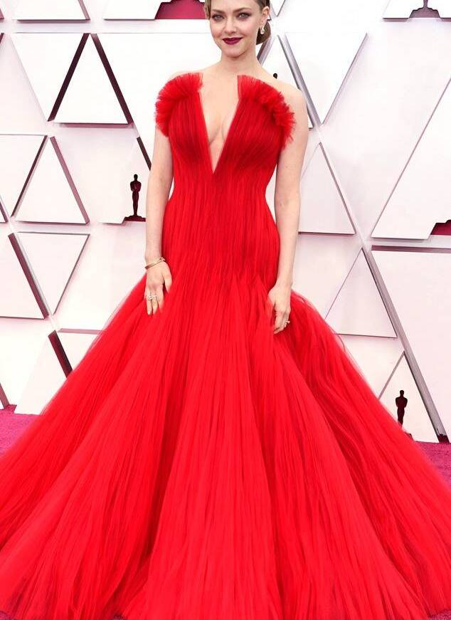 Amanda Seyfried red Armani Privé gown oscars 2021 fountainof30