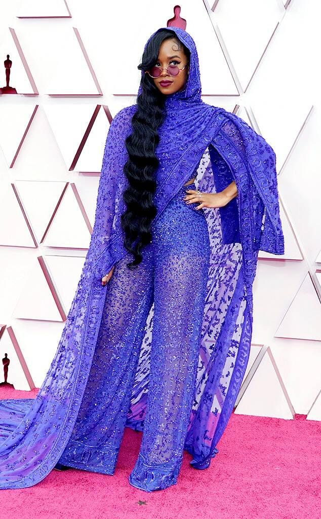 H.E.R. in Dundas and Chopard jewelry Oscars 2021 fashion fountainof30