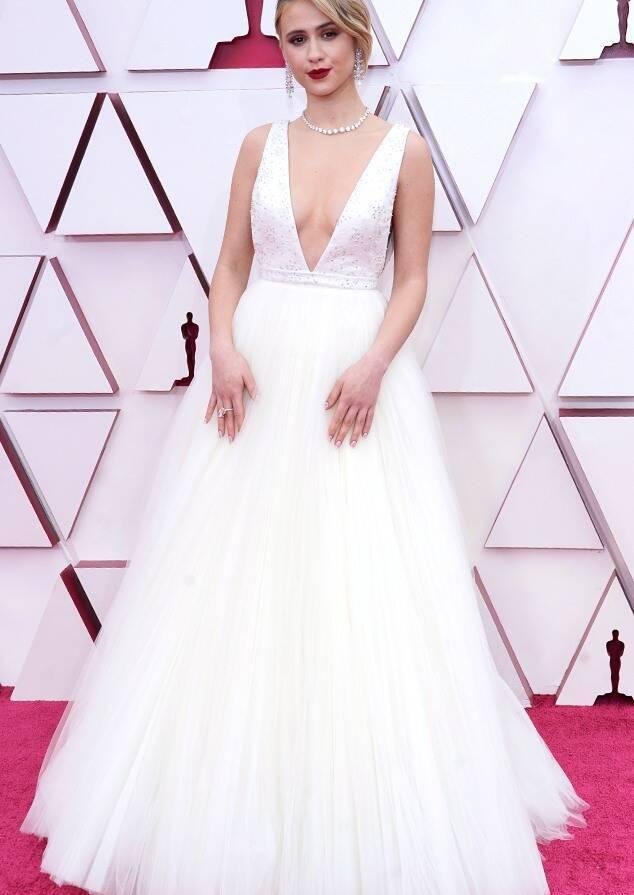Maria Bakalova white Louis Vuitton gown oscars fountainof30
