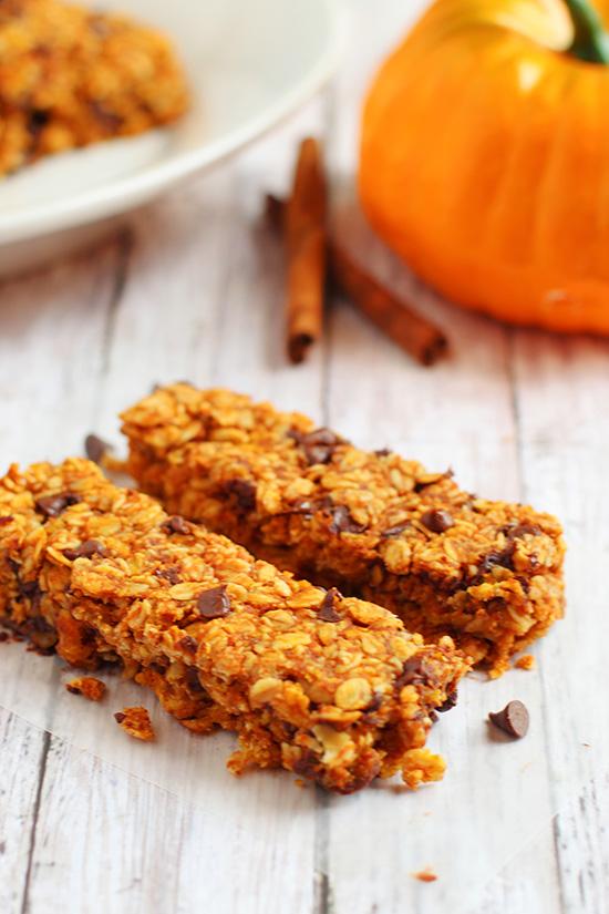 chewy pumpkin chocolate chip granola bars