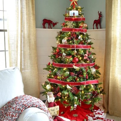 Our decorated Christmas tree {Home Depot Style Challenge}