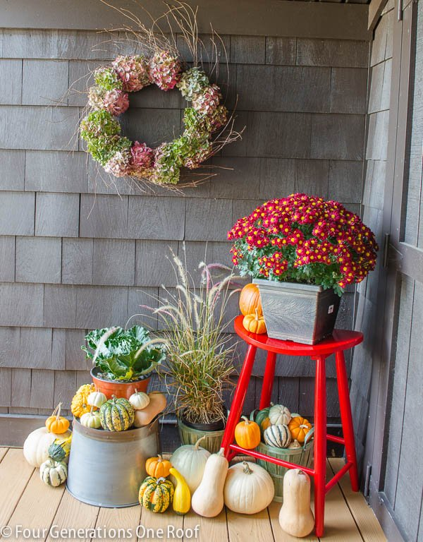 Fall_Decorating_back_door-1