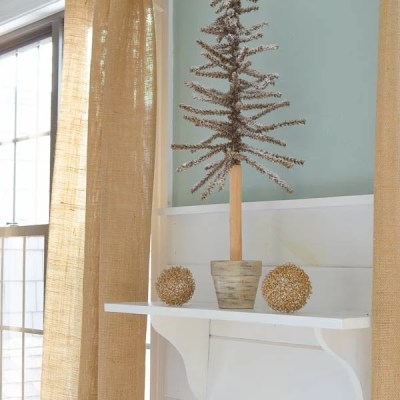 How to make a shelf {Christmas vignette}