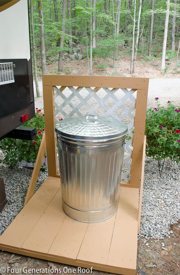 how to make lattice privacy screen garbage can -3