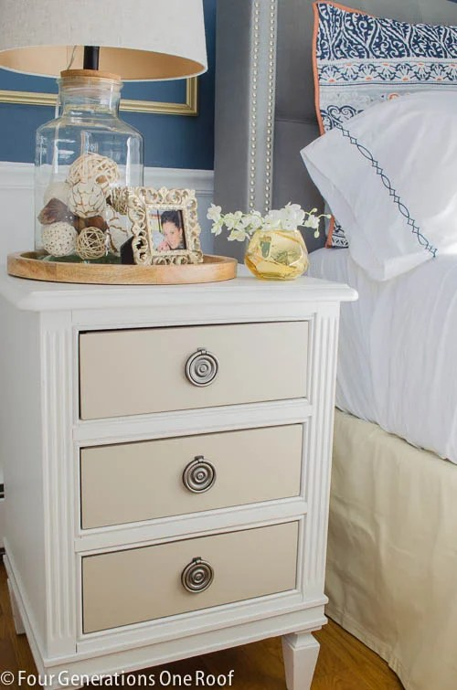How to decorate with a glass jar lamp / Navy Blue + gold master bedroom makeover