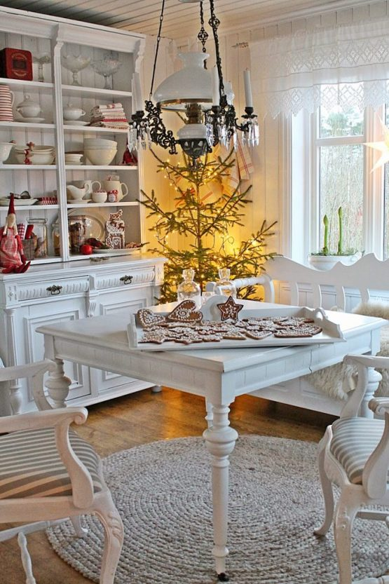 gingerbread-cookie-table