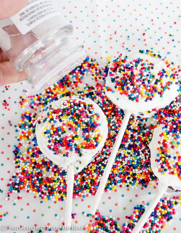 Red Velvet Oreo Cookie Pops-6