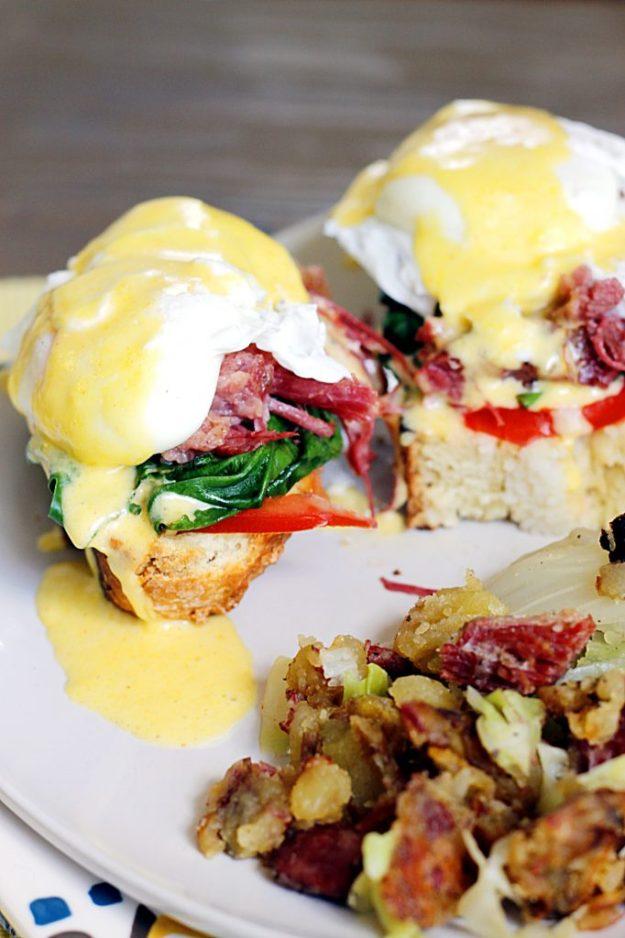 eggs-benedict-corned-beef-hash