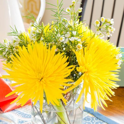 Decorating with Yellow Flowers {10 minutes or less}